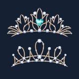 Geplaatste tiarakronen Huwelijksdiadeem met diamanten en gemmen Stock Afbeeldingen