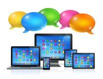 Geplaatste toespraakbellen en computers royalty-vrije illustratie