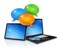 Geplaatste toespraakbellen en computers stock illustratie