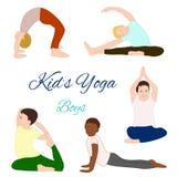 Geplaatste yogajonge geitjes Gymnastiek voor kinderen Stock Foto's