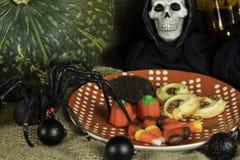 Geplateerd Koekjes en Halloween-Decor royalty-vrije stock afbeelding