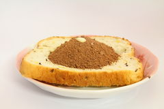 Gepoederd chocoladebrood op een plaat Stock Afbeeldingen