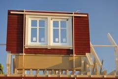 Geprefabriceerd huis in aanbouw stock afbeeldingen