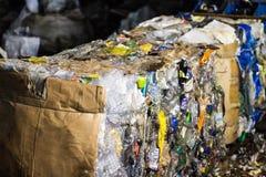 Gepresster Abfall, Plastikflaschen, Nahaufnahme, gepresste Sänfte lizenzfreie stockfotografie