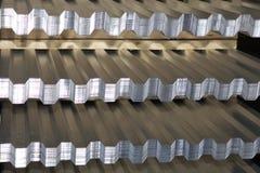 Geprofileerd gegalvaniseerd blad in pakken bij het pakhuis van metaalproducten Royalty-vrije Stock Afbeelding