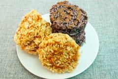 Gepufte rijst met suiker, Thaise snack royalty-vrije stock afbeelding