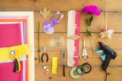 Geräte für die Herstellung von Papierblumen Lizenzfreies Stockbild