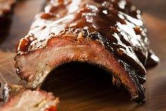 Geräucherte Grill-Schweinefleisch-Schweinsrippchen lizenzfreie stockfotos