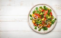 Geräucherte Lachs-und Avocado-Salat Lizenzfreie Stockfotos