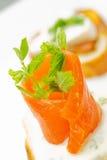 Geräucherte Lachse auf Brot stockfotografie