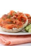 Geräucherte Lachse auf englischem Muffin Lizenzfreies Stockfoto