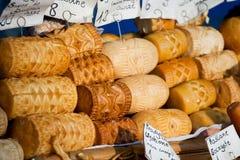 Geräucherter Käse Oscypki auf dem Markt in Zakopane Stockfotografie