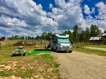 Geräumige Campingplätze bei Echo Basin Ranch lizenzfreies stockbild