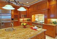 Geräumige Küche Stockbild