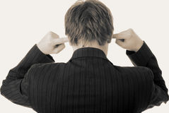 Geräusche in den Ohren hören Fingergeschäftsmann Lizenzfreies Stockbild
