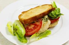 Gerösteter hoher Winkel des belegten Brots mit Hühnerfleisch Stockbild