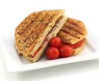 Geröstetes belegtes Brot mit Hühnerfleisch Stockbilder