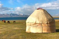 ger阵营在Ulaanbaatar的,蒙古一个大草甸 免版税库存照片