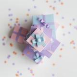 Ger sig säsongsbetonad ferie för närvarande gåvor Fotografering för Bildbyråer