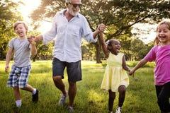 Gerações da família que Parenting o conceito do abrandamento da unidade Fotografia de Stock