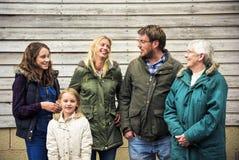 Gerações da família que Parenting o conceito do abrandamento da unidade foto de stock royalty free