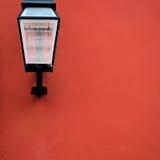 Gerade eine Wand auf einer Straße Lizenzfreie Stockfotos