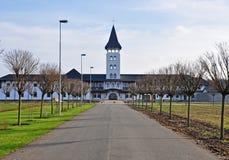 Gerade Gasse zum orthodoxen Kloster Lizenzfreies Stockfoto