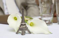Gerade geheiratet in Paris Lizenzfreie Stockbilder