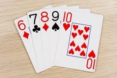 Gerade - Kasino, das Schürhakenkarten spielt lizenzfreie stockbilder