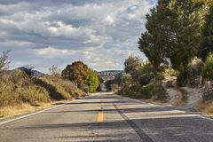 Gerade Straße mit einem Gleiter lizenzfreie stockfotografie