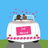 Gerade verheiratete Heiratsautopaar-Flitterwochenheirat Lizenzfreie Stockfotografie