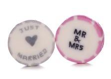Gerade verheiratete Heiratsbonbons Stockfotos