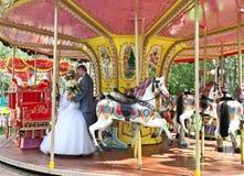 Gerade verheiratete junge Paare Lizenzfreie Stockfotografie