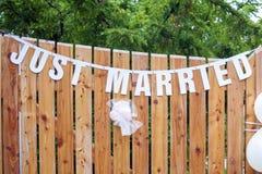 Gerade verheirateter Text auf der Wand Lizenzfreie Stockbilder