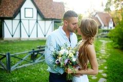 Gerade verheiratetes Paar Stockbild