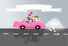 Gerade verheiratetes Paar im Auto Stockfotos