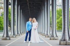 Gerade verheiratetes Paar in Paris, Frankreich Lizenzfreie Stockfotografie