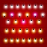 Geraden von Weihnachtslichtern - elektrische Birnen des Karnevals Lizenzfreies Stockfoto