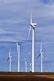 Gerador de vento na terra de exploração agrícola em Texas fotografia de stock