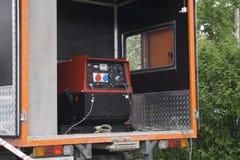 Gerador diesel industrial Gerador à espera O gerador diesel industrial para o prédio de escritórios conectou à sagacidade do pain fotos de stock