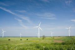 Geradores de vento no campo aberto imagens de stock