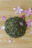 Geraffineerde groene thee op een lijst Royalty-vrije Stock Fotografie