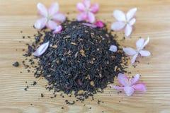 Geraffineerde zwarte thee op een lijst Royalty-vrije Stock Afbeelding