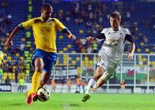 Geraldo Alves και Ben Davies σε Petrolul ploiesti-Σουώνση FC Στοκ Εικόνα