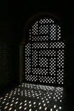 Geraspt venster in alhambra stock foto
