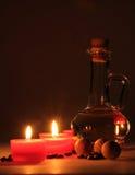 碗构成浮动的gerber温泉向毛巾扔石头 有气味的蜡烛,咖啡豆,芳香木球 免版税图库摄影
