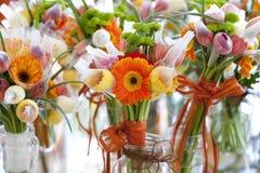 Gerbera i różnica kwiaty, bukiet Zdjęcia Stock