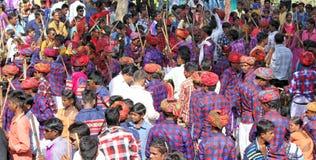 Gere-Tanz der Stammes- Gesellschaft auf holi Festival Stockfotos