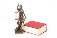Gerechtigkeit mit Skalen für Gesetz und Gerechtigkeit Stockfotografie