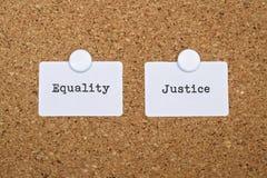 Gerechtigkeit und Gleichheit lizenzfreies stockbild